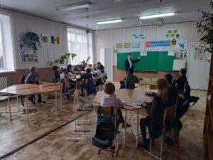 Сегодня учащиеся 9 класса попробовали себя в роли учителей. В гимназии прошел день самоуправления!